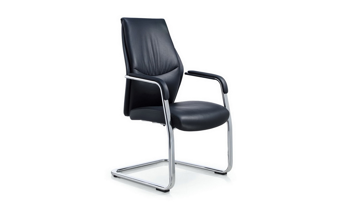 Chaise pivotante en cuir True Office Manager de Modern Office (Dwight)